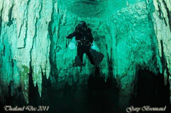 sidemount-diver-caves