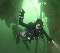 cave-student-diver-entering-cave