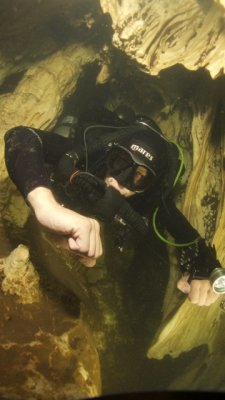 ccr cave diver in restriction