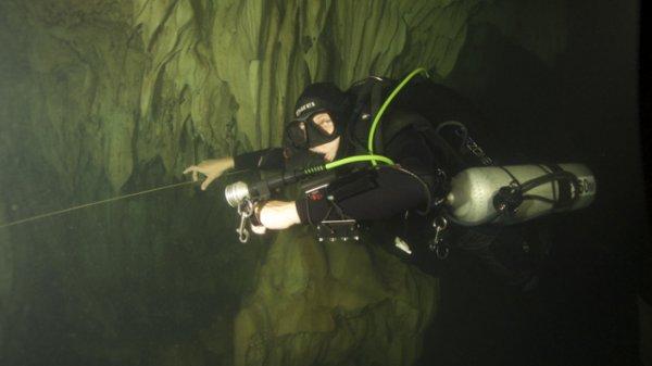 trim CCR cave diver